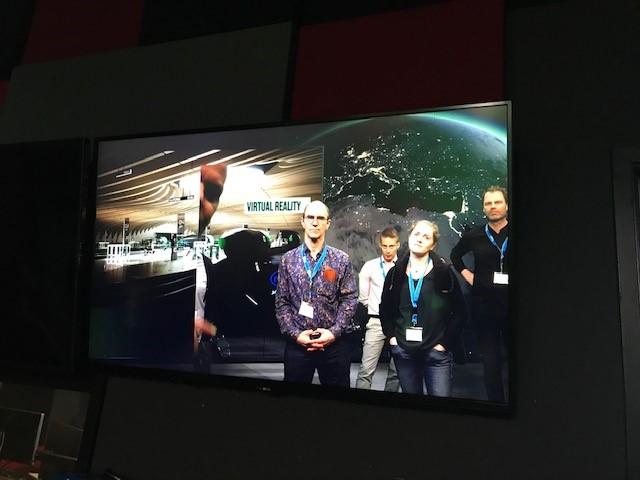 Kuva oppimisstudiosta jossa voidaan käyttää vihreää seinää videoiden kuvauksessa.